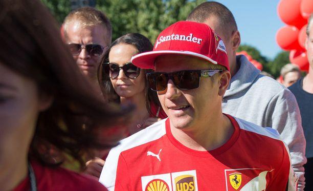 Kimi Räikkönen kehuu tallitoveriaan Sebastian Vetteliä ja Ferraria vuolaasti.