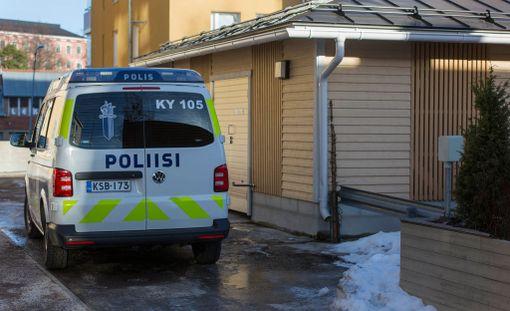 Kiinteistönhoitaja löysi useita kuukausia kuolleena olleen naisen tämän asunnosta.