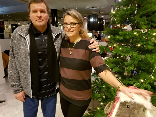 Marketta ja Jari Hautakorpi tukevat toinen toisiaan. Ilman toistensa tukea kumpikaan ei olisi jaksanut.