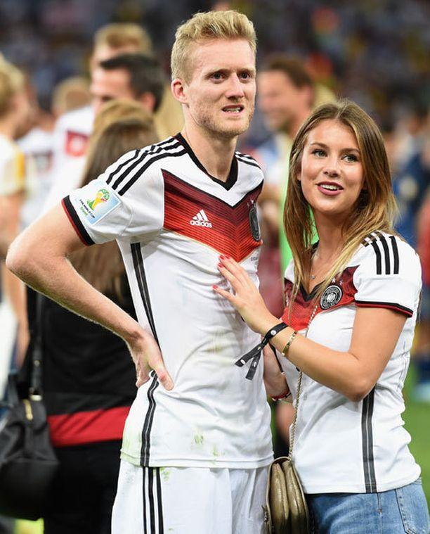 Andre Schürrle herkistyi yhdessä tyttöystävänsä Montana Yorken kanssa.
