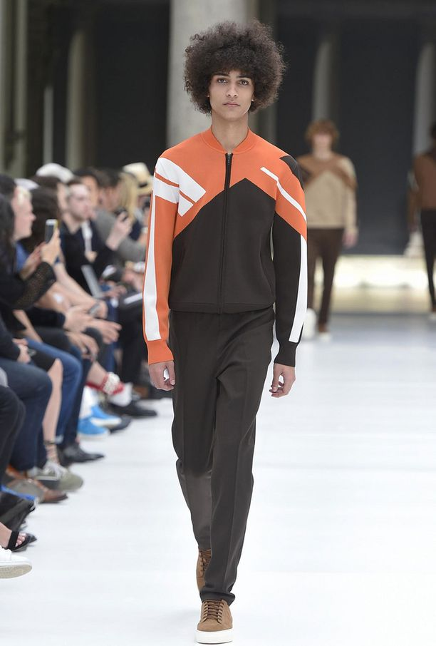 Neil Barrettin kevät/kesä 2017 -mallistoa Milanin muotiviikoilta.