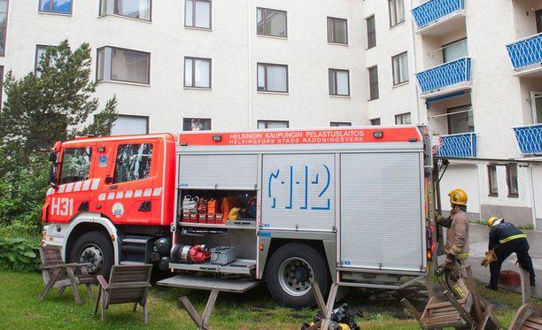 Pelastuslaitos sammutti palon ja tuuletti huoneiston. Palo olisi voinut olla vakava. Kuvituskuva.