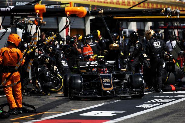 Haasin F1-talli joutuu etsimään uuden pääsponsorin.