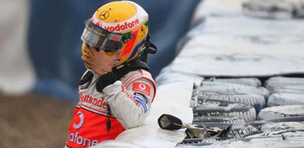 Jerezin kolmas testipäivä ei mennyt Lewis Hamiltonilta ihan nappiin.