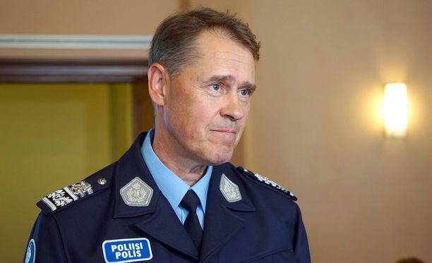 Poliisiylijohtaja Seppo Kolehmaisen mukaan poliisin resurssit eivät riitä enää turvaamaan Tornion järjestelykeskusta.