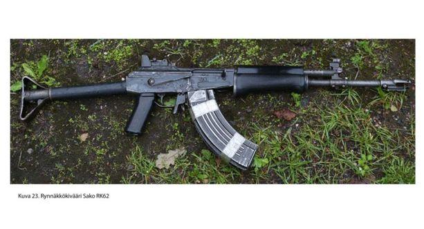 Ampumiseen Nyfors käytti Sako Oy:n vuonna 1982 valmistamaa sarjatulitoiminteista rynnäkkökivääriä. Rynnäkkökivääri on varastettu Rajavartiolaitokselta vuonna 1990.