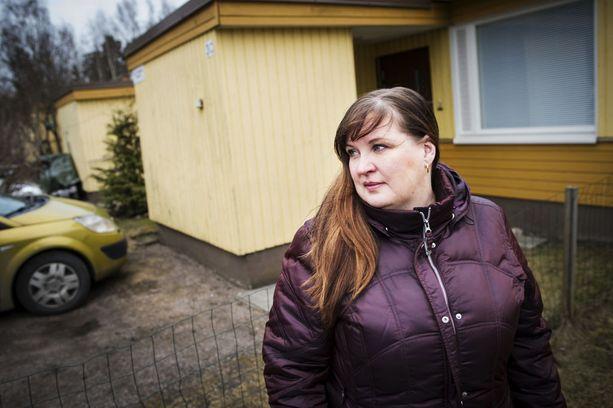 Kodin ostaminen huonokuntoisesta rivitalosta tuli kalliiksi ylöjärveläiselle Sarita Kasuriselle ja hänen naapureilleen. Talo puretaan ja asukkaille jää asuntovelkaa.