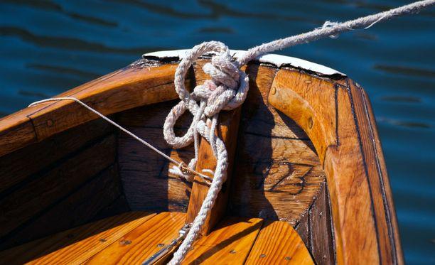 Vene syttyi palamaan Porissa kesken ajon. Kuvituskuva ei liity tapaukseen.