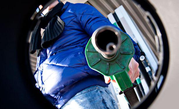 Hallitus on päättänyt, ettei se ensi vuonna kiristä liikennepolttoaineiden verotusta.