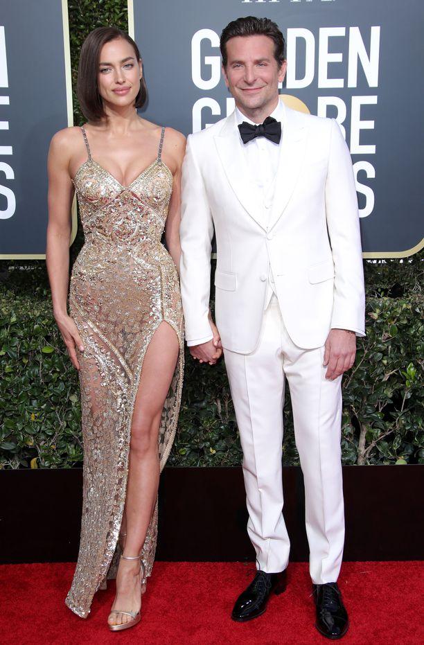 Irina Shaykin uusi, simppeli hiustyyli ihastuttaa yhtä paljon kuin Versacen upea iltapuku.