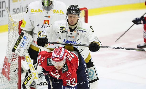 Kipparit vastakkain. Kärppien Lasse Kukkonen ja HIFK:n Lennart Petrell yrittävät johdattaa joukkueensa finaaleihin.