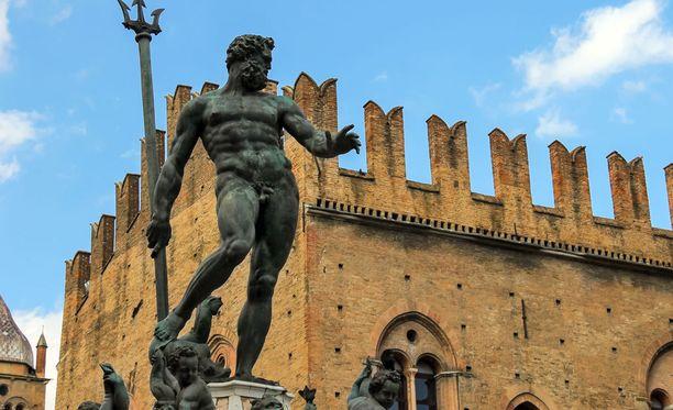Alaston Neptunuksen patsas oli aluksi Facebookille liikaa. Yhtiö kuitenkin pyörsi päätöksen.