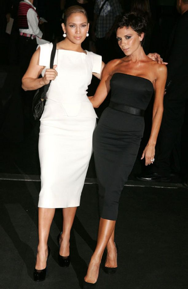 Victoria saapui muotinäytökseen yhdessä Jennifer Lopezin kanssa.