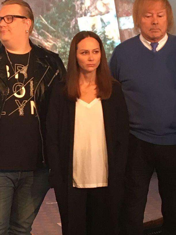 Laulaja saapui Helsingissä järjestettyyn lehdistötilaisuuteen tänään tiistaina.