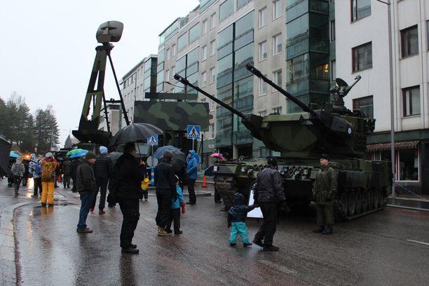 Ilmapuolustusta esiteltiin puolustusvoimien kalustonäyttelyssä.
