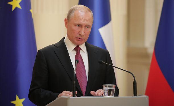 Vladimir Putin torjui ajatuksen, jonka mukaan Venäjä ei ole kunnioittanut ihmisoikeuksia hajottaessaan Moskovan demokratiamielenosoitukset.