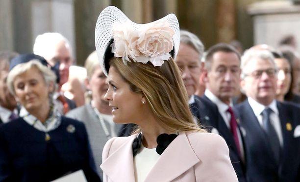 Pirnsessa Madeleinen viehkeä ruususomisteinen hattu keräsi katseita.