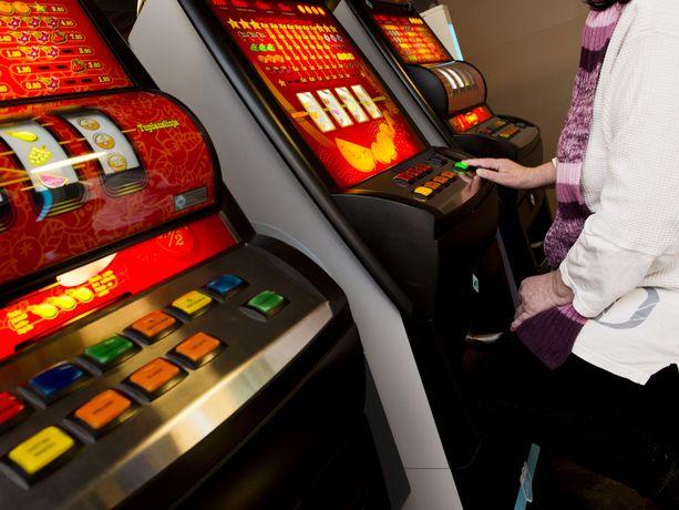 Veikkaus laskee radikaalisti peliautomaattien määrää tänä vuonna.