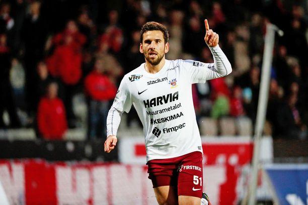 Tomi Petrescu lopetti pelaajauransa kasvattajaseuransa JJK:n paidassa.