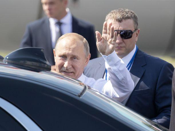 Näin Venäjän presidentti Vladimir Putin vilkutti, kun viimeksi kävi Suomessa reilu vuosi sitten.