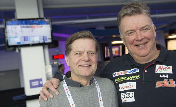 Jarmo Lehtinen (vas.) ja Reijo Jylhä muistelivat Sotshin ikimuistoista hetkeä perjantaina Lahdessa.