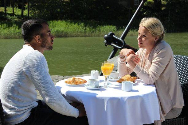 Makwan Amirkhani valottaa ohjelmassa seurusteluhistoriaansa psykoterapeutti Maaret Kalliolle.