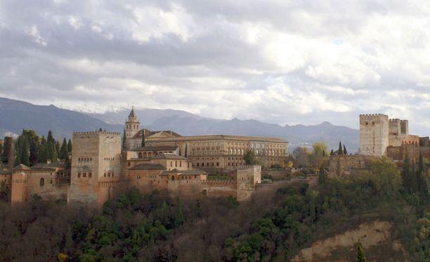 San Nicolaksen näköalatasanne Granadassa on erinomainen paikka ihailla Alhambran linnan kauneutta.