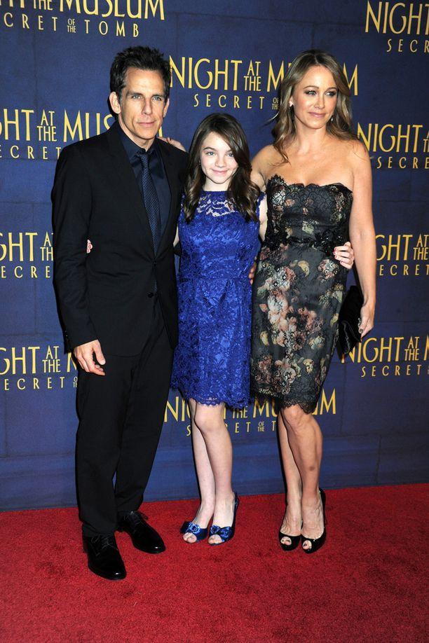 Ben, Ella-tytär ja Christine-vaimo joulukuussa 2014 Night at the Museum: Secret of the Tomb -leffan ensi-illassa.