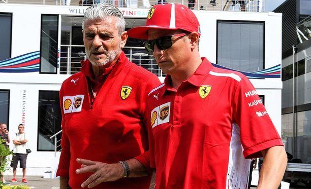 Kimi Räikkönen saapui Span radalle tallipäällikkö Maurizio Arrivabenen kanssa.