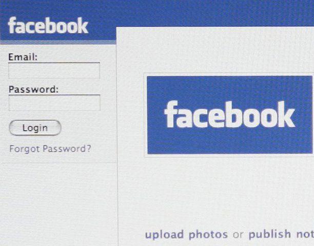 Keski-Suomen sairaanhoitopiirissä Facebookin käyttö jouduttiin kieltämään, kun henkilökunnan jäsen oli kirjoittanut sinne vitsejä potilaista.