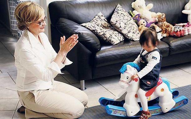 Paula Risikko aikoo lisätä liikuntaa niin, ettei se ole perheen kanssa vietetystä ajasta pois.