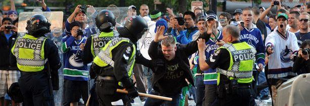 Lätkätappio näkyi ikävästi Vancouverin kaduilla.