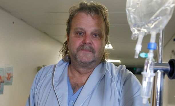 Sairaalamiljöö tuli tutuksi Pentti Matikaiselle. Tässä hän toipuu umpisuolenleikkauksesta vuonna 2009.