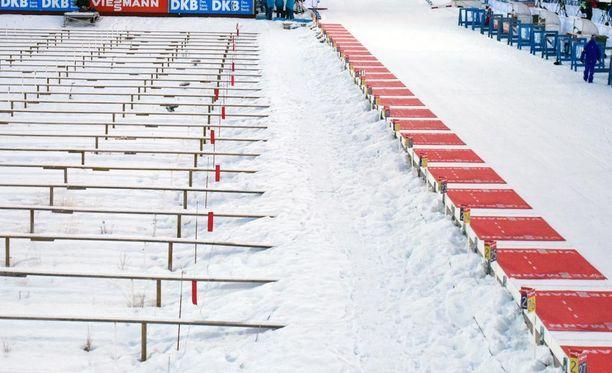 Kuten viireistä näkyy, Östersundin ammuntapaikka oli lähes tuuleton puolitoista tuntia ennen naisten 7,5 kilometrin kilpailun starttia.