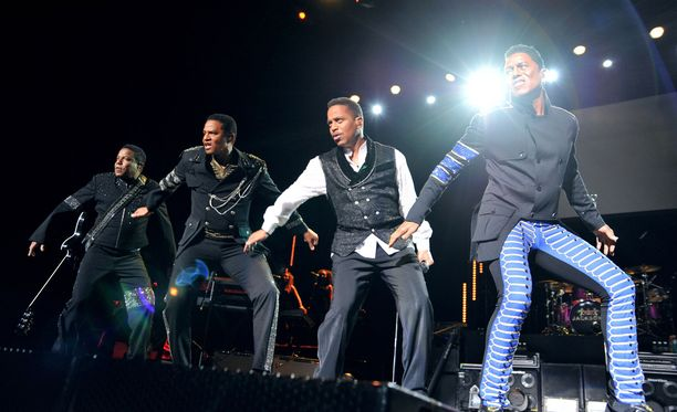 Autumnin isä, Jermaine Jackson, keikkailee yhä. Nykyään kokoonpanon nimi on The Jacksons.