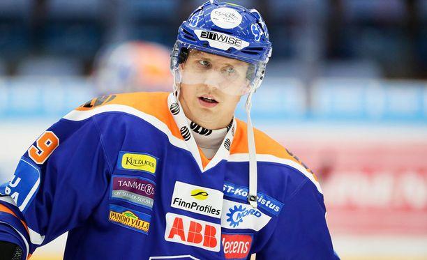 Veli-Matti Savinainen asuu Tampereella tyttöystävän kanssa. Siperiassa seuraa pitivät Juuso ja Jussi.