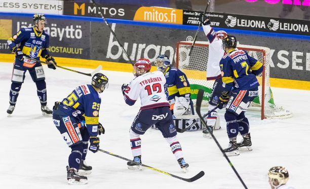 Jukurien ja HIFK:n harjoitusottelua ei koskaan nähty Telian alustalla loppuun saakka. Kuva viime kauden runkosarjaottelusta.