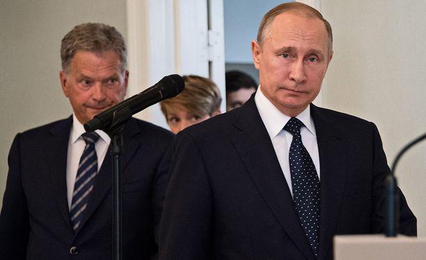 Sauli Niinistö (vas.) ja Vladimir Putin pitivät tiedotustilaisuuden Punkaharjulla viime kesänä.