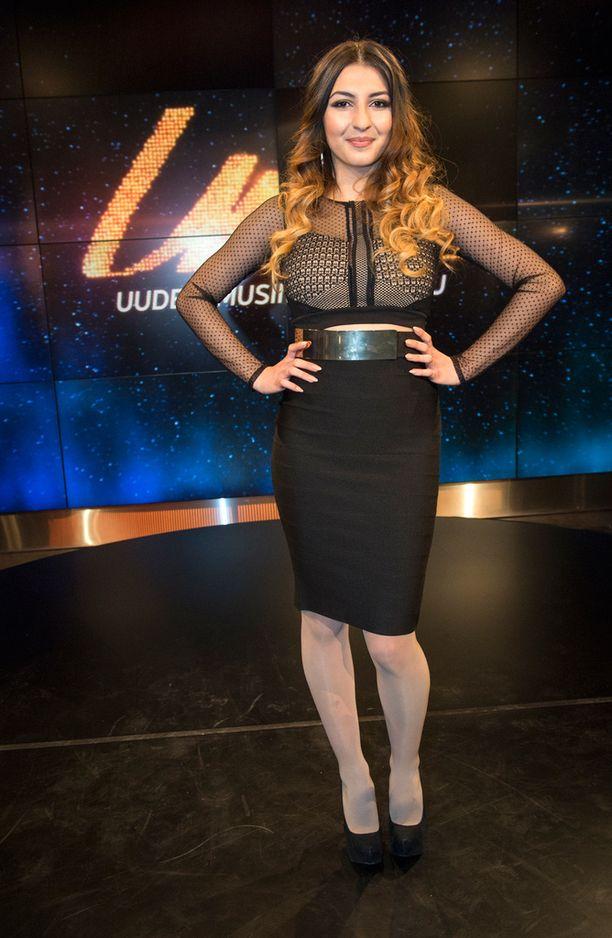 Rafaela Truda esittää Rise Up -kappaleen, jossa laulu, räppäys ja tanssiminen pääsevät valloilleen.