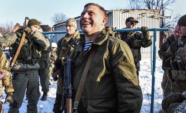 Aleksandr Zahartshenko (kesk.) aikoo edetä separatistijoukkoineen Donetskin alueen ulkorajoille asti.