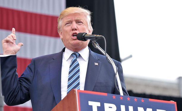 Republikaanien presidenttiehdokas Donald Trumpin mukaan globaali eliitti on häntä vastaan.
