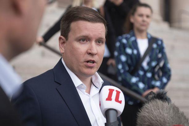 Ville Tavio (ps) moitti polttoaineveron korotusta typeräksi politiikaksi sekä edelliseltä että nykyiseltä hallitukselta.