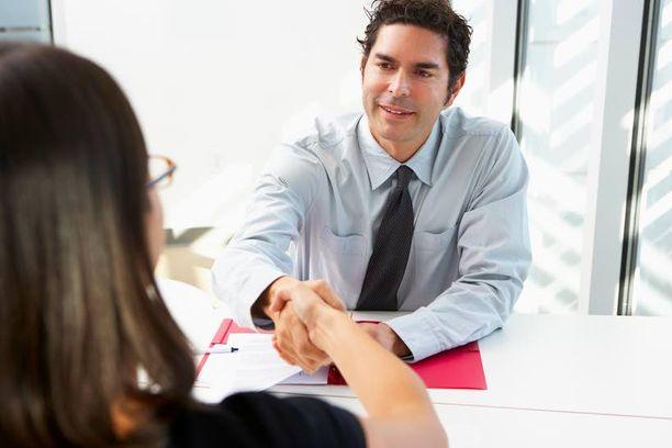 Työhaastattelu voi hyvässä lykyssä johtaa työpaikkaan.