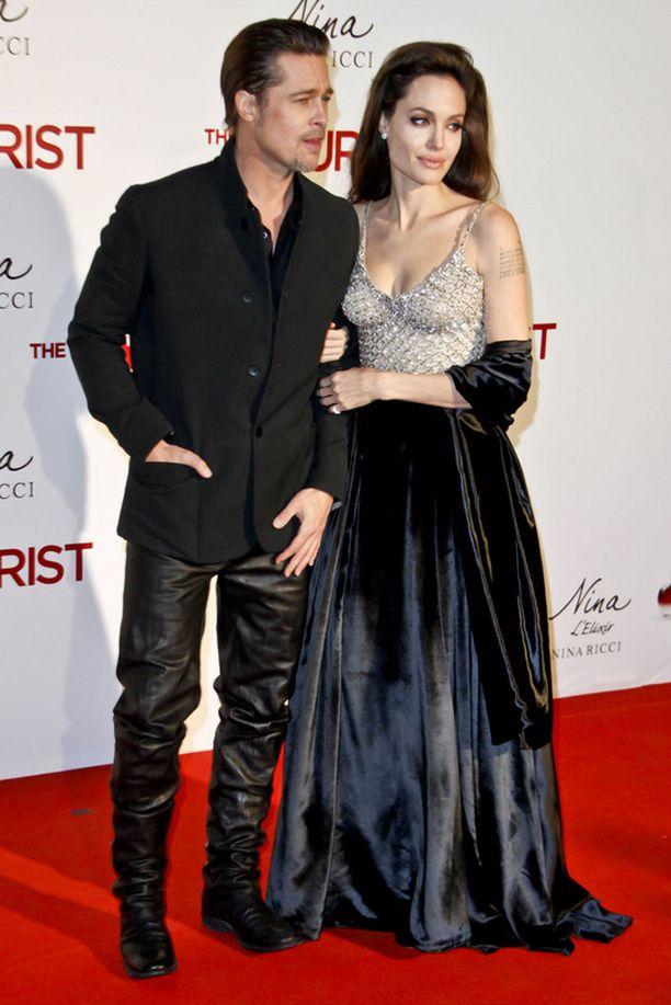 Brad ja Angelina nähtiin Espanjassa The Tourist -elokuvan ensi-illassa.