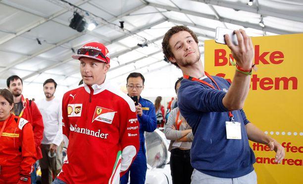 Kimi Räikkönen edusti keskiviikkona Ferrarin sponsoritilaisuudessa.