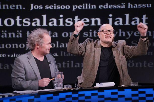 Ensi viikolla Yle Puheessa nimeään kantavan uuden keskusteluohjelman aloittava Ruben Stiller vetreytti kielenkantojaan Jani Halmeen joukkuekaverina.