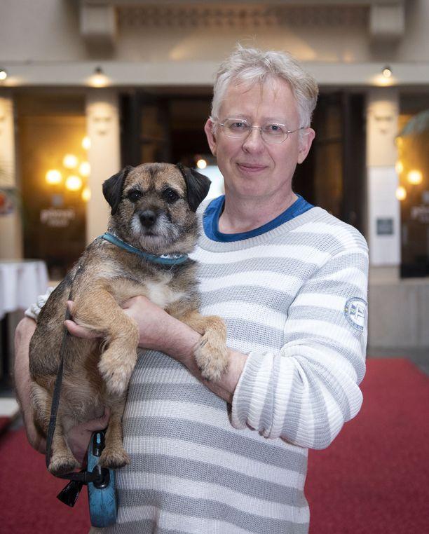 Pekka Poudlla todettiin veritulppa. Hän kaatui ulkoiluttaessaan Sini-koiraansa.