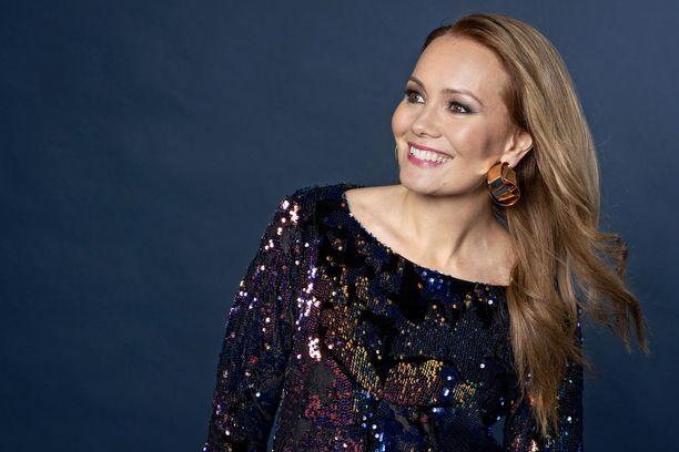 Marja Hintikan suuri salaisuus paljastui Masked Singer Suomi -ohjelmassa lauantaina, kun hän paljastui Pöllö-hahmon takaa.