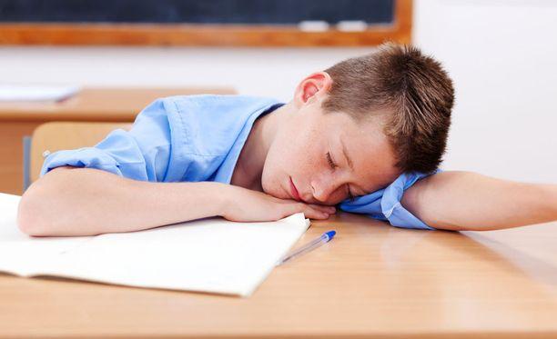 Kivut ja univaikeudet voivat haitata nuorten ystävyyssuhteita ja harrastuksia.