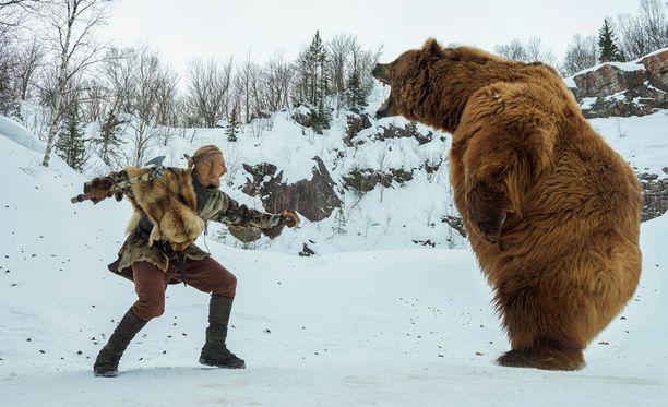 Alkavalla kaudella Björn saa erämaassa vastaansa karhun.